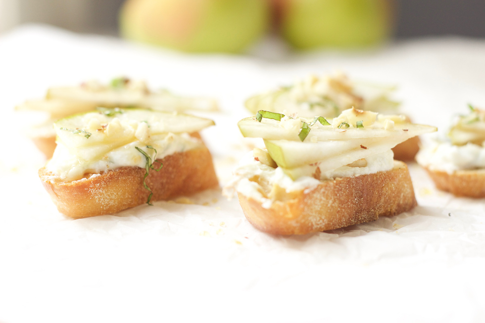 pear-goat-cheese-hazlenut-crostini