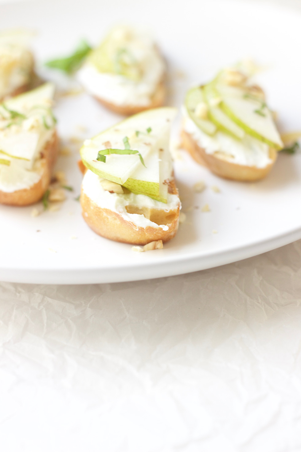 pear-goat-cheese-crostini
