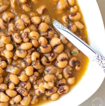 close up of a black-eyed peas in a white bowl