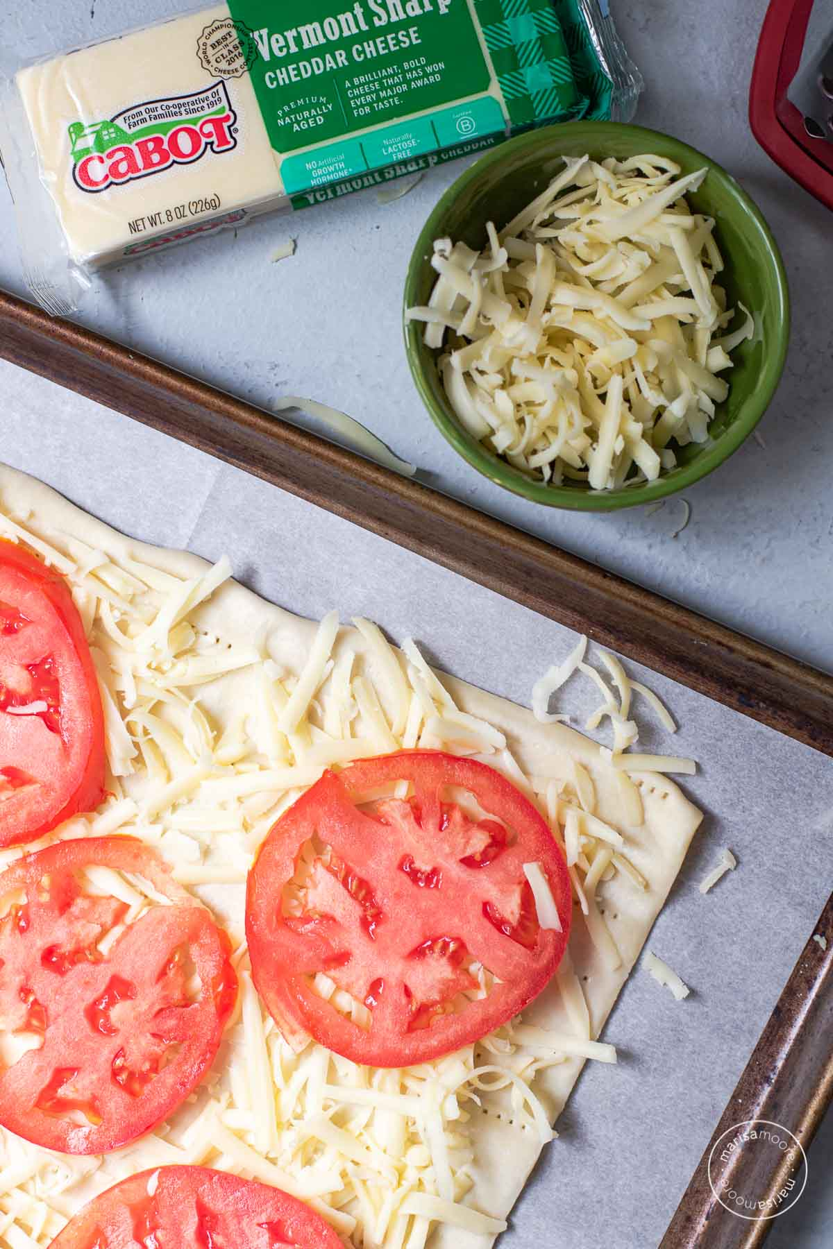 Puff pastry with cheese and tomato slices on top